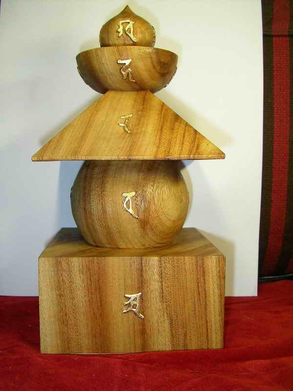 七吋牛樟木整座手工精刻一体成形五轮宝塔说明